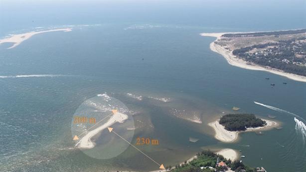 Thêm cồn cát trên biển Cửa Đại: Lỗi tại thủy điện?