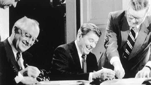 Ông Gorbachev: Mỹ rút INF làm thế giới hỗn loạn