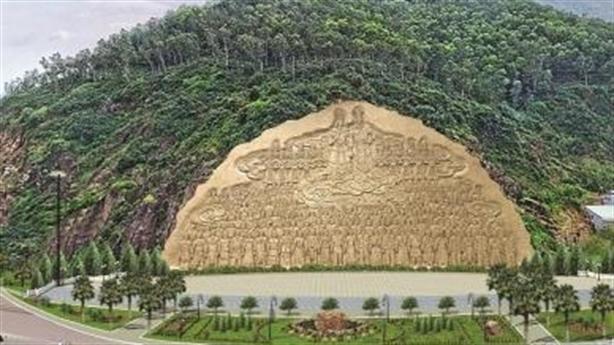 Tạc phù điêu khủng trên núi Bình Định: 'Hai điểm chú ý'