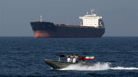 Iran lại bắt tàu dầu, giữ 7 thủy thủ
