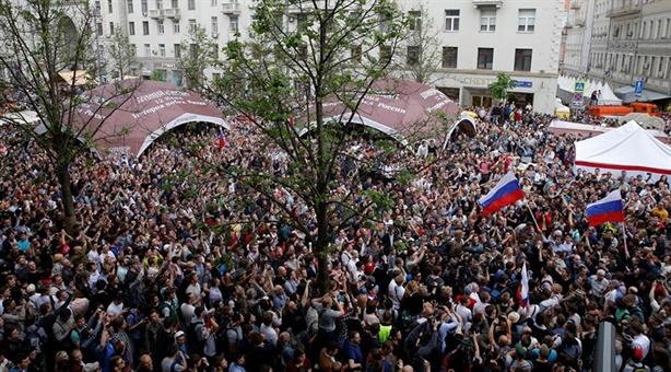 Góc khuất trong cuộc biểu tình Moscow
