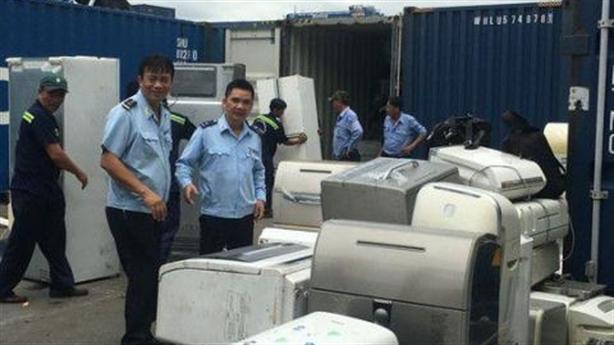 Vận chuyển 503 container phế liệu ra khỏi Việt Nam