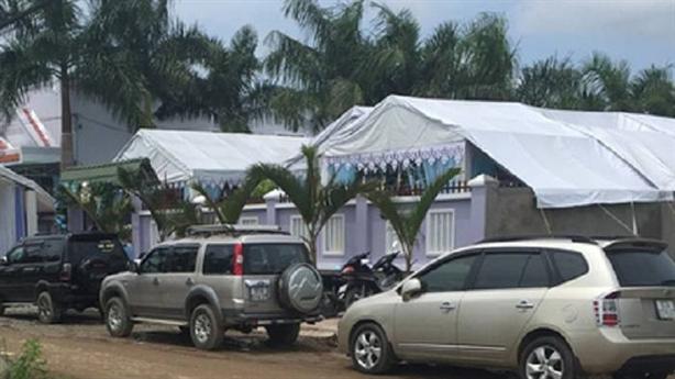 Cán bộ dùng xe xanh đi đám cưới xin rút kinh nghiệm