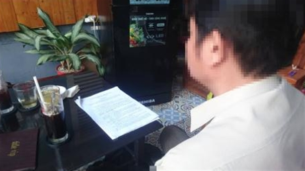 Phó Hiệu trưởng bị lộ ảnh nóng qua email: 'Sợ vợ thấy'