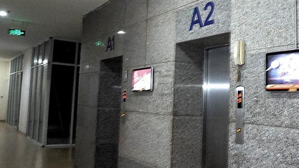 Nghi bé gái bị sàm sỡ trong thang máy: Lời gia đình