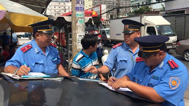 Thanh tra giao thông nạt cấp dưới vì xử xe 'người quen'