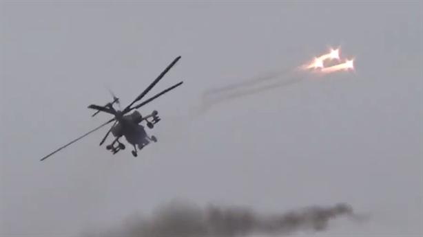 Mi-28N phóng mồi bẫy thoát thân khi tấn công phiến quân
