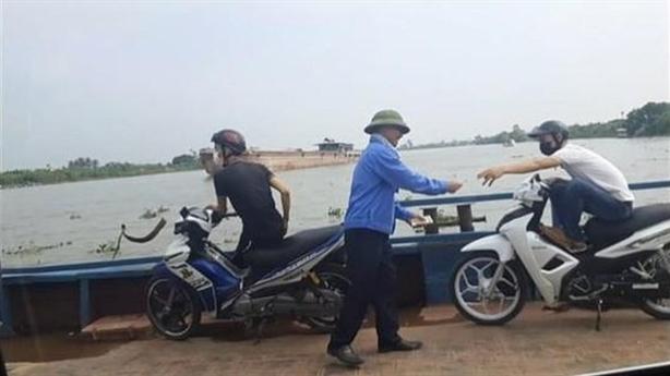 Phà Quang Thanh thu tiền không trả vé: Xử lý nóng