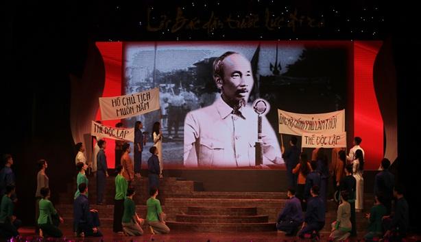 Thủ tướng Nguyễn Xuân Phúc dự chương trình kỷ niệm về Bác