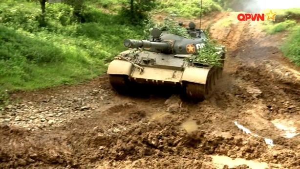 T-62 huấn luyện cường độ cao khi T-90 đã trực chiến