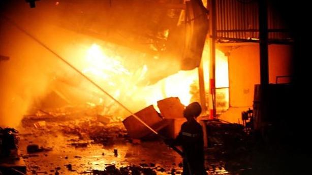Cháy cực lớn công ty Rạng Đông, lan sang cty Động Lực