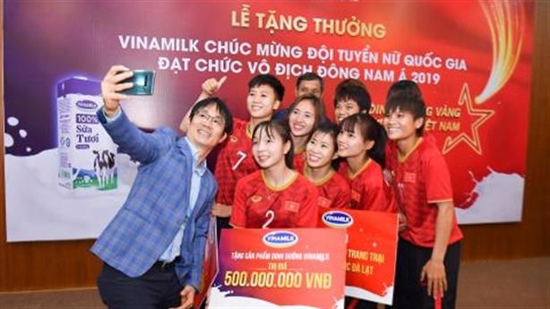 Vinamilk thưởng tuyển bóng đá nữ vô địch ĐNA 2019