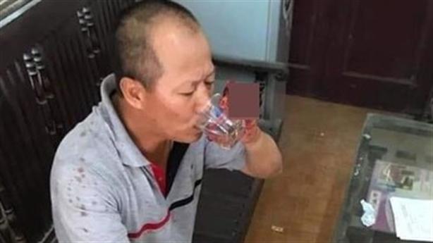 Kẻ chém cả nhà em: Bình thản uống nước, chào mọi người