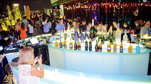 2 quán bar không phép trên nóc cao ốc The One Saigon