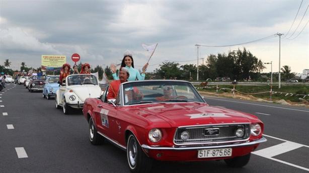 140 xe cổ diễu hành tại Hội An: Không vào phố cổ?