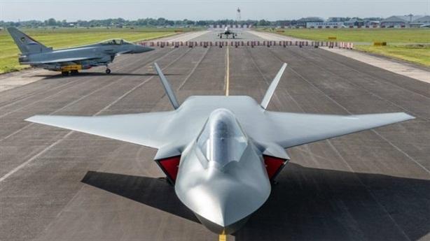 Lộ hình ảnh thật tiêm kích đi trước F-35 một thế hệ