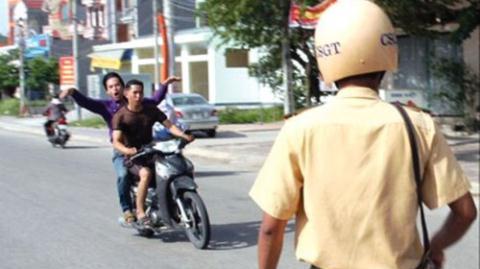 Giữ thêm giấy tờ người vi phạm giao thông: Phải chứng minh...