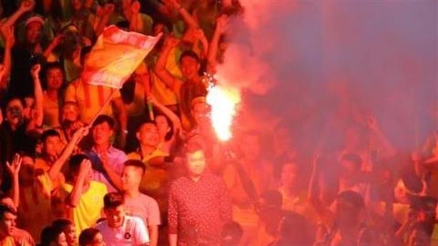 Hội CĐV Nam Định không biết ai gây sự cố pháo sáng