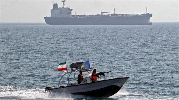 Iran bắt giữ tàu chở dầu lậu đang đến UAE