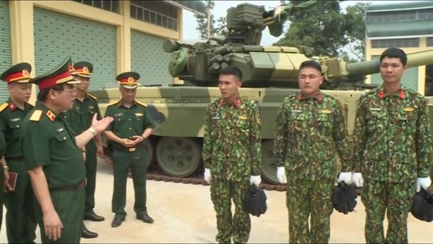 Kíp lái tham dự Tank Biathlon 2019 được giao điều khiển T-90