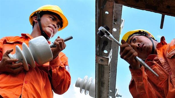 Giá xăng, giá điện không còn bí mật: Vì sao chưa làm?