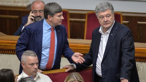 Cựu Tổng thống Petro Poroshenko đăng ký lại tài sản