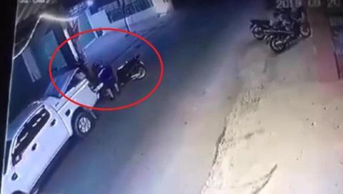 Trộm mặc lịch sự, mang xe bán tải đi trộm SH