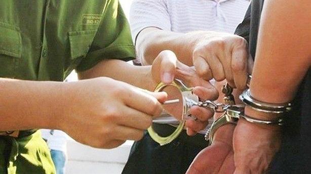 Tạm giam 4 tháng nguyên cán bộ Công an trại giam