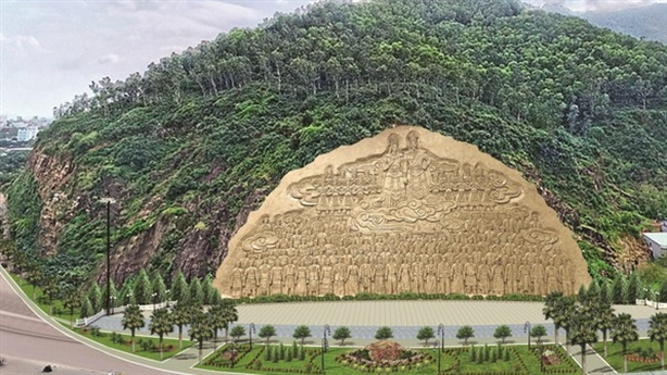 Vì sao tạm dừng tạc phù điêu khủng trên núi Bình Định?