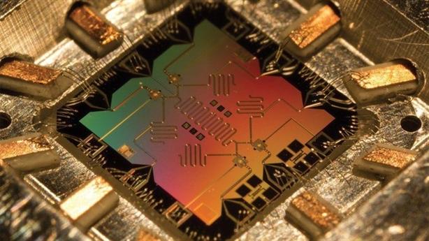 Google chế tạo thành công siêu máy tính lượng tử?