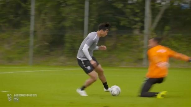 SC Heerenveen đăng tải pha đi bóng đỉnh cao của Văn Hậu