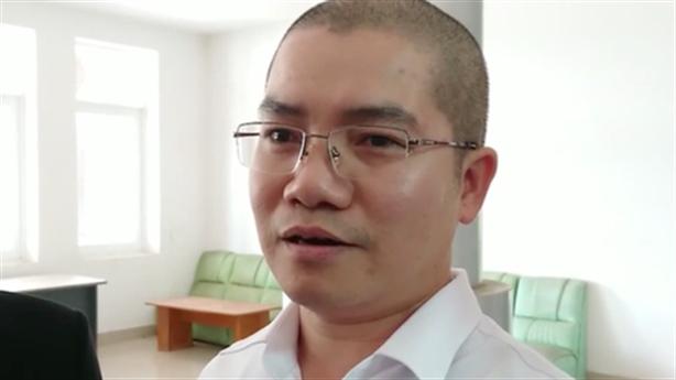 Bố mẹ Nguyễn Thái Luyện bị phong tỏa tài khoản ngân hàng
