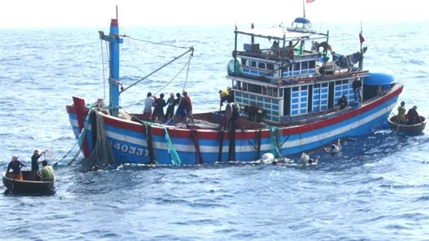 Tin mới tàu Trung Quốc từ chối cứu tàu cá Việt Nam