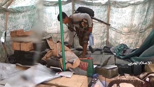Binh sĩ Saudi bỏ tên lửa ATGM chạy thoát thân