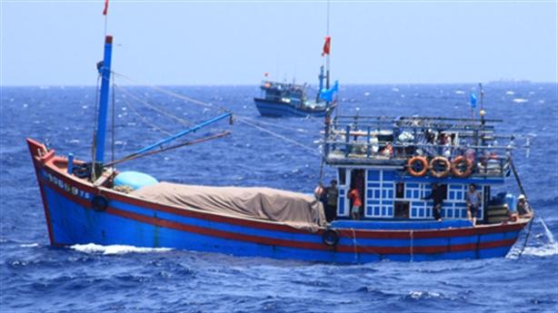 Vụ ngăn cản trục vớt tàu cá bị chìm: Thông tin mới