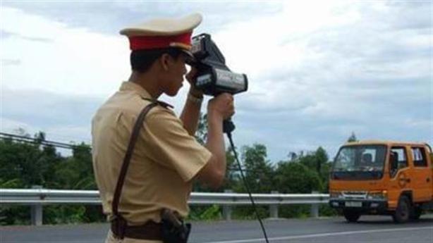 Trang bị thêm súng trường cho CSGT: Bảo vệ ai?