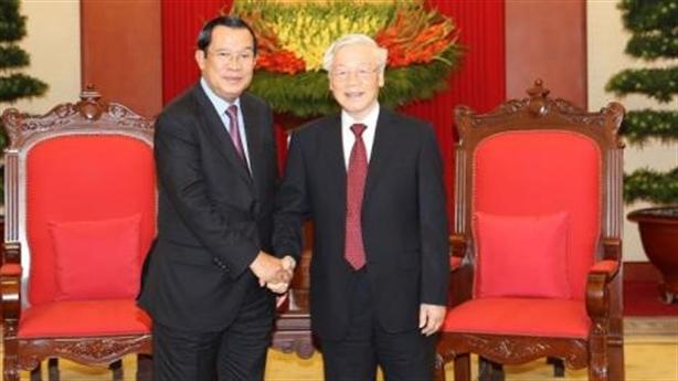Tổng Bí thư Nguyễn Phú Trọng tiếp Thủ tướng Hunsen
