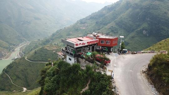 Xây nhà hàng trên đèo Mã Pì Lèng: Có bao che không?