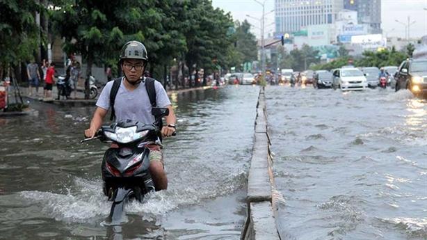 Nâng đường Nguyễn Hữu Cảnh thêm 1,2m: Dân nghèo thì sao?