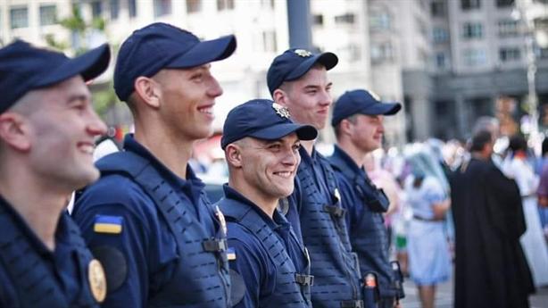 Ukraine đưa 800 cảnh sát đến Donbass