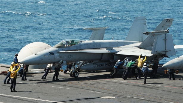 Hải quân Mỹ tự làm khó mình bằng quyết định với F/A-18