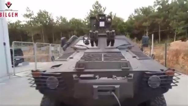 Thổ Nhĩ Kỳ đốt xe thiết giáp bằng vũ khí laser