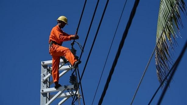 Hóa đơn điện tăng vọt, bao giờ người dân được trả lời?