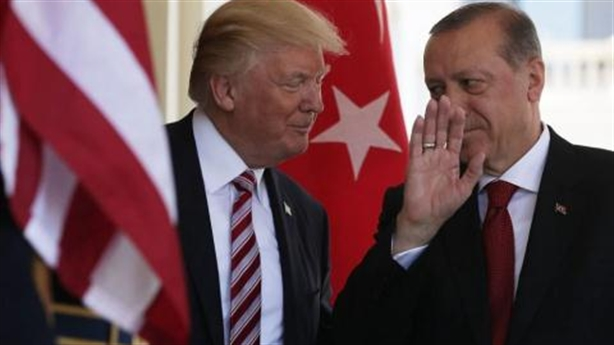 'Cây gậy và củ cà rốt' Mỹ vô hiệu trước Ankara