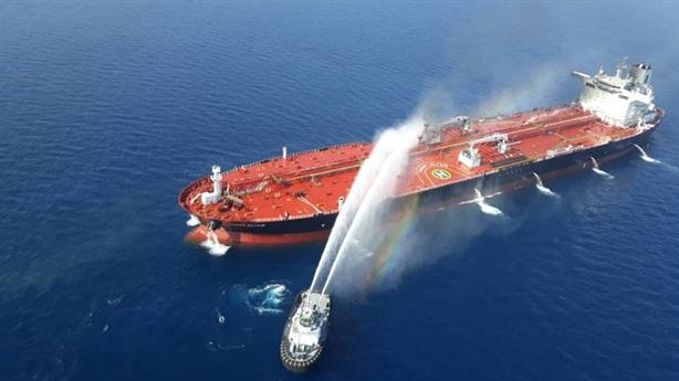 Nóng: Nổ tàu chở dầu Iran gần cảng Saudi Arabia