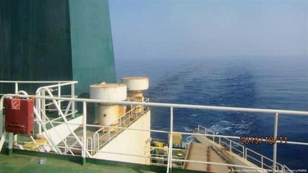 Iran tuyên bố đáp trả sau vụ tàu dầu trúng tên lửa