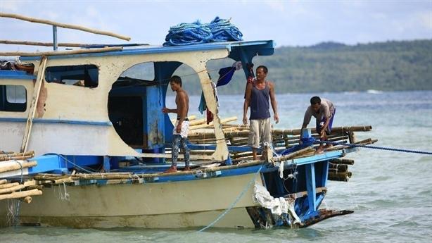 Nghi tàu dân quân Trung Quốc đâm tàu cá Philippines