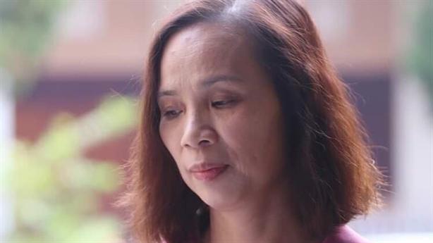 Bà Triệu Thị Chính òa khóc, 'tôi vẫn ngẩng cao đầu'