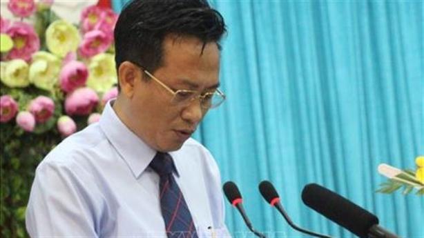 Bị cảnh cáo, Giám đốc Sở làm Phó chánh Văn phòng tỉnh