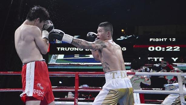 'Nam vương boxing Việt' Trương Đình Hoàng hạ cao thủ Hàn Quốc